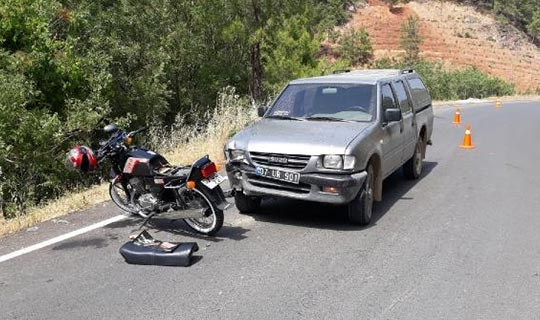 Kamyonet ve motosiklet çarpıştı