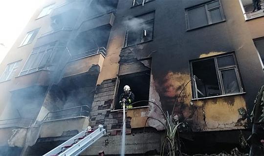 Antalya'da apartmanda yangın paniği