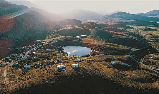 Dipsiz Göl güzelliğiyle doğaseverlerin ilgisini çekiyor