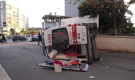 Serik'te ambulans ve ticari araç çarpıştı!