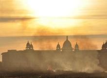Yangın otelleri dumana boğdu