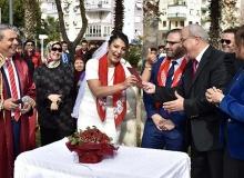 Nar Taneleri'nin hocası evlendi