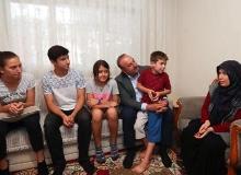Bakan Çavuşoğlu'ndan gazi ve şehit ailelerine ziyaret
