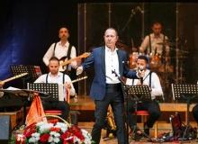 Sümer Ezgü Kazakistan'da konser verdi