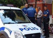 Antalya'da bıçaklı saldırganı sopayla kovaladı