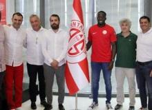 Antalyaspor, Cissokho ile sözleşme imzaladı