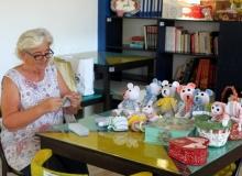 Antalya'da ördüğü bebeklerle burs veriyor