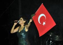 Antalya'da Zafer Bayramı kutlamalarında Göksel sahne aldı