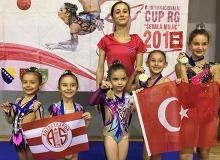 Antalyasporlu minik jimnastikçiler Saraybosna'dan madalyayla döndü