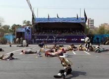 Askeri törene saldırdılar : Ölü ve yaralılar var