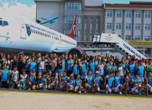 Yaz Spor Okulu öğrencilerinden uçak okuluna ziyaret