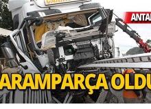 Antalya'da feci kaza: Bariyerlere saplandı!