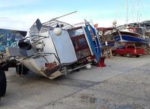 Antalya'da fırtına tekneyi devirdi!