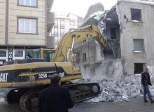 Muş'ta metruk binaların yıkımına başlandı