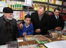 """Vali Kaldırım'dan """"Bakkallara Bakakalma, Sev Say Yaşat"""" projesine destek"""
