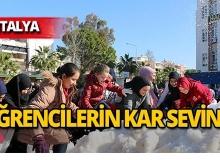 Antalya'da öğrencilerin kar sevinci!