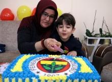 'Umut'landıran müjdenin ardından pastalı ilk doğum günü kutlaması
