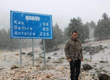 Antalya'da kar altında seçim çalışması