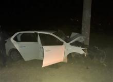 Antalya'da otomobil elektrik direğine çarptı: 2 ölü, 1 yaralı