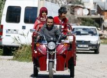 Triportörleri arızalanınca eve mahkum olan engelli kardeşler yardım bekliyor