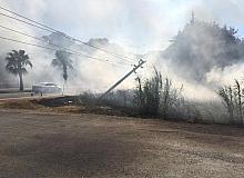 Kazada yıkılan elektrik direği yangın çıkardı