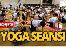 Muratpaşa'da onlarca kişi yoga yaptı