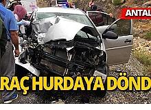 Antalya'da otomobil ile otobüs çarpıştı, yaralılar var