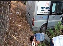Antalya'da ticari araç ormanlık alana devrildi yaralılar var