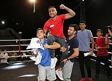 Dünya Boks Şampiyonu Shakhram Antalyalılarla buluştu
