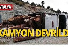 Kereste yüklü kamyon devrildi:1 yaralı