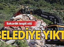 Turizm merkezi Kaş'ta kaçak yapılar yıkılıyor