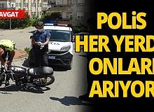 Karşılarında polisi gören 2 genç motosikleti bırakıp kaçtı