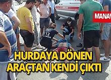 Son dakika Manavgat haberi: Otobüse çarpıp hurdaya dönen aracın içinden kendi çıktı: 1 yaralı