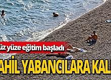 """Antalya haber: Sahilde """"yüz yüze eğitim"""" sakinliği"""