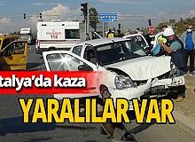 Antalya'da iki otomobil çarpıştı! Kaza anbean kaydedildi