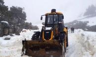 Antalya'da kar yolu kapadı
