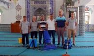 Kemer'deki camilerde Ramazan temizliği