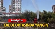 Antalya'da cadde ortasında yangın