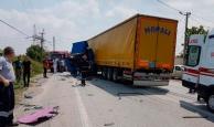 Halk otobüsü TIR'a çarptı