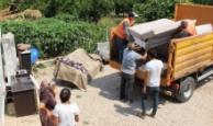 Finike'de sel mağdurlarına eşya yardımı