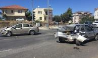 Gazipaşa'da iki otomobil çarpıştı