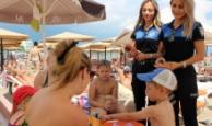 Kemer'de polisler turistleri bilgilendirdi