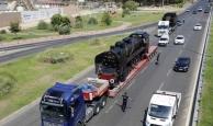 Tarihi lokomotif Antalya'ya böyle getirildi