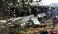 Tur otobüsü kaza yaptı, çok sayıda yaralı var