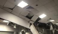 AVM'de tavan çöktü