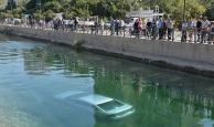 Kadın sürücü araçla sulama kanalına düştü