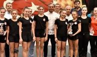 Muratpaşa'da başarılı sporculara ödül