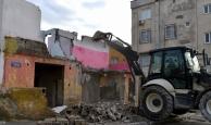 Akdeniz'in metruk yapıları yıkılıyor
