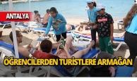 Antalya'da kitap aşkına kilometrelerce yürüdüler!