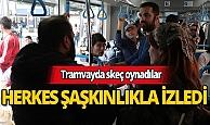 Tramvayda oynanan skeç yolcuları şaşkına çevirdi
